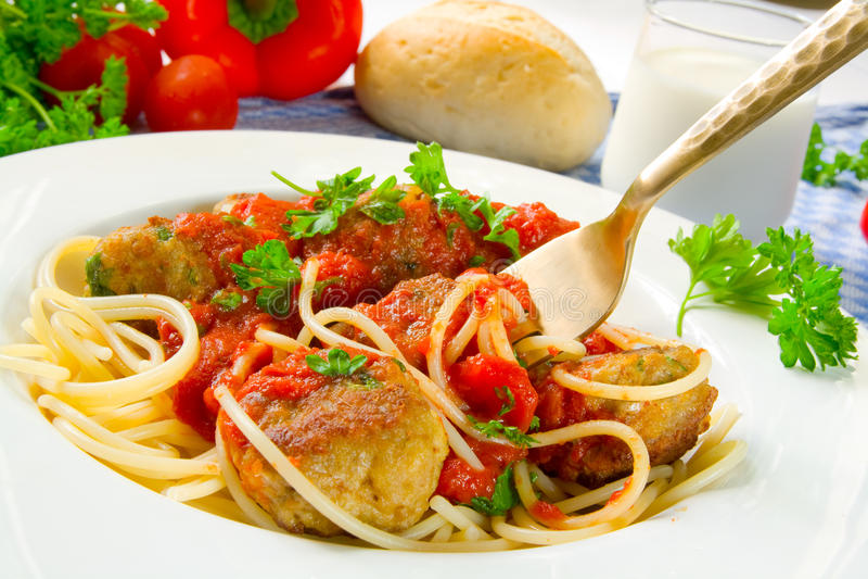 Spaghetti con le polpette fotografie stock