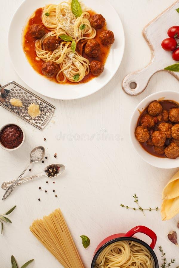 Spaghetti con le polpette fotografia stock