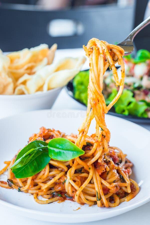 Spaghetti con salsa al pomodoro immagine stock libera da diritti