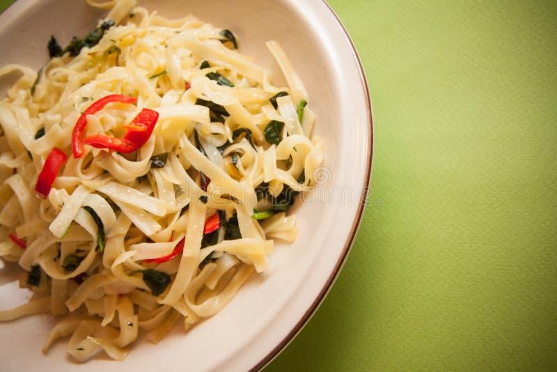 Spaghetti con spinaci immagini stock libere da diritti