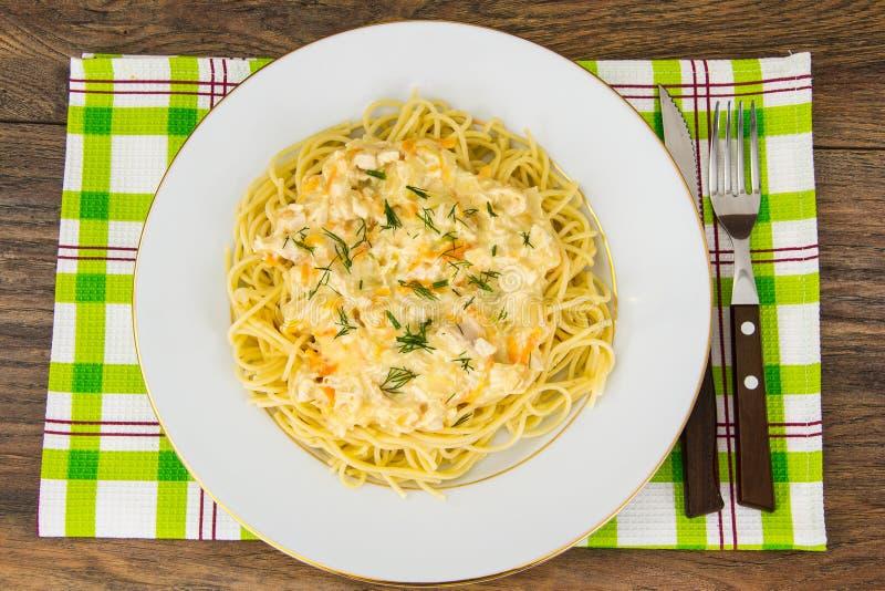 Spaghetti con sugo cremoso fotografia stock
