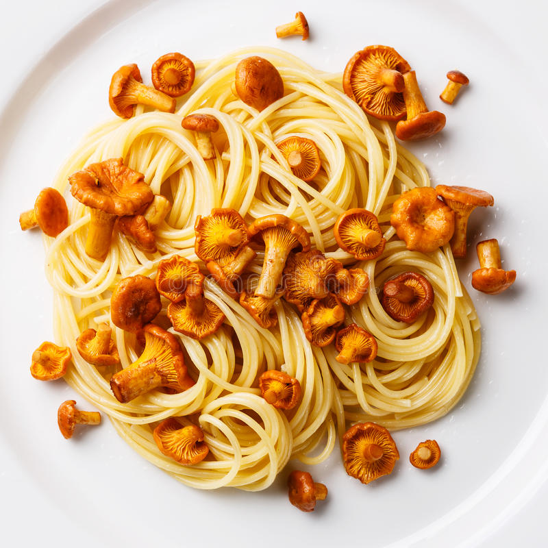 Download Spaghetti De Pâtes Avec La Chanterelle Image stock - Image du sauvage, forêt: 77158853