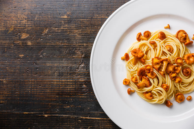 Download Spaghetti De Pâtes Avec La Chanterelle Image stock - Image du comestible, sauvage: 77159825