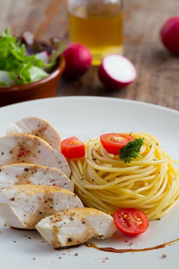 Spaghetti del pollo fotografie stock libere da diritti