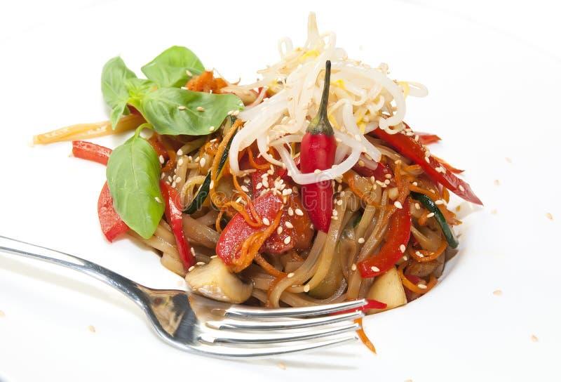 Spaghetti del riso con le verdure immagini stock