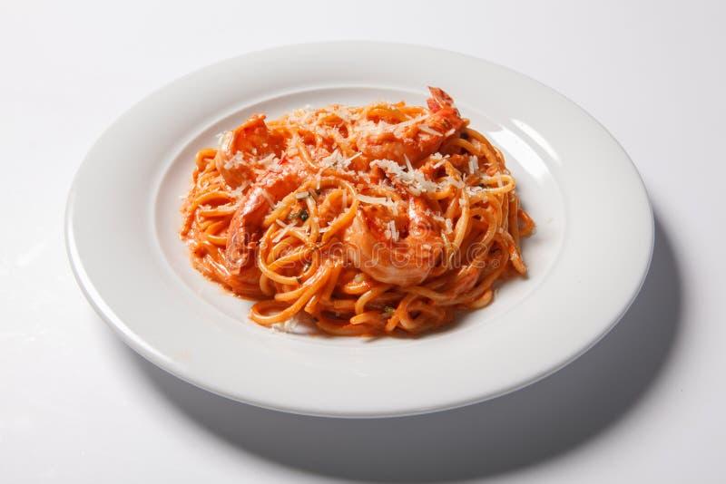 Spaghetti deliziosi con i gamberetti, salsa al pomodoro della pasta fotografia stock