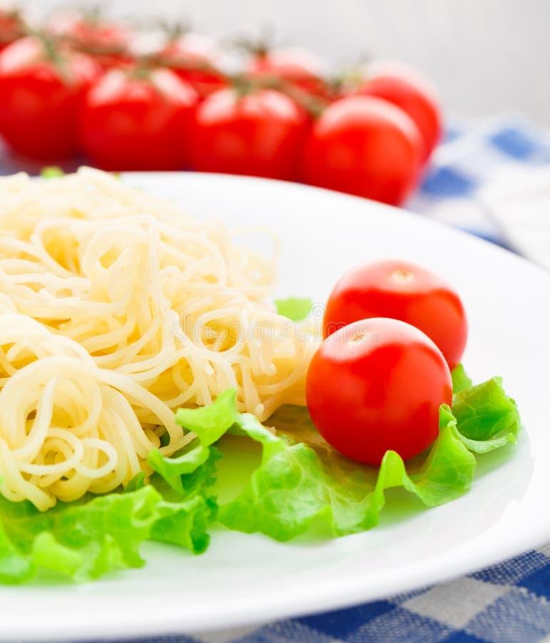 Spaghetti deliziosi con il pomodoro fotografie stock libere da diritti