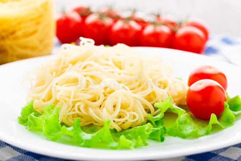 Spaghetti deliziosi con il pomodoro fotografia stock