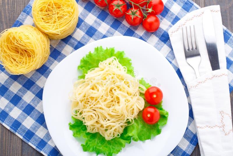 Spaghetti deliziosi con il pomodoro fotografie stock
