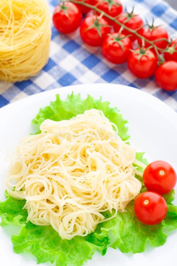Spaghetti deliziosi con il pomodoro fotografia stock libera da diritti