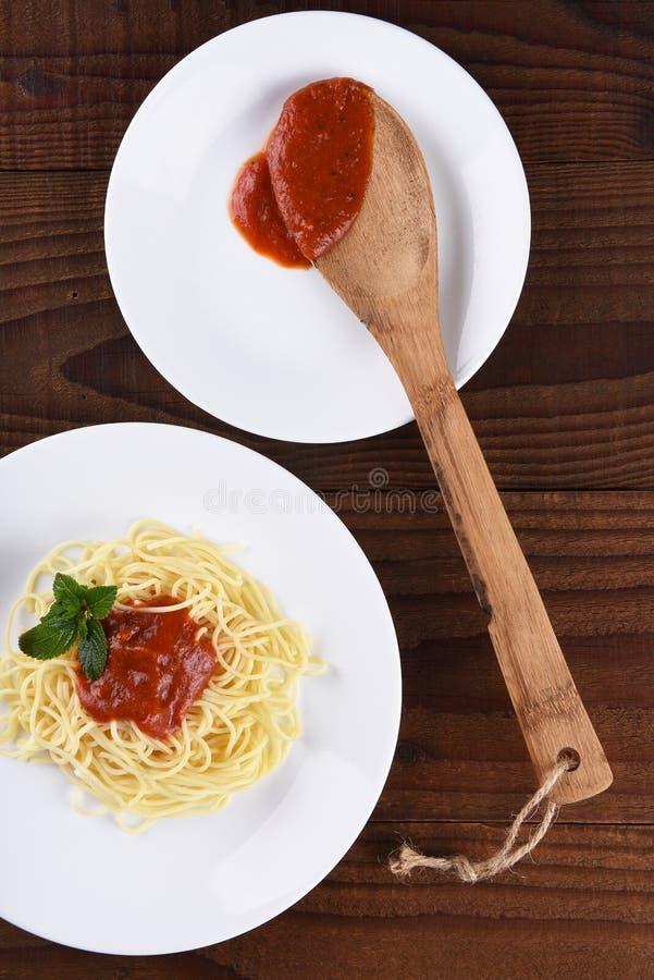 Spaghetti des plats blancs photos libres de droits