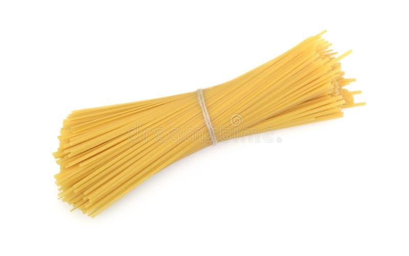 Spaghetti die op wit wordt geïsoleerd stock foto