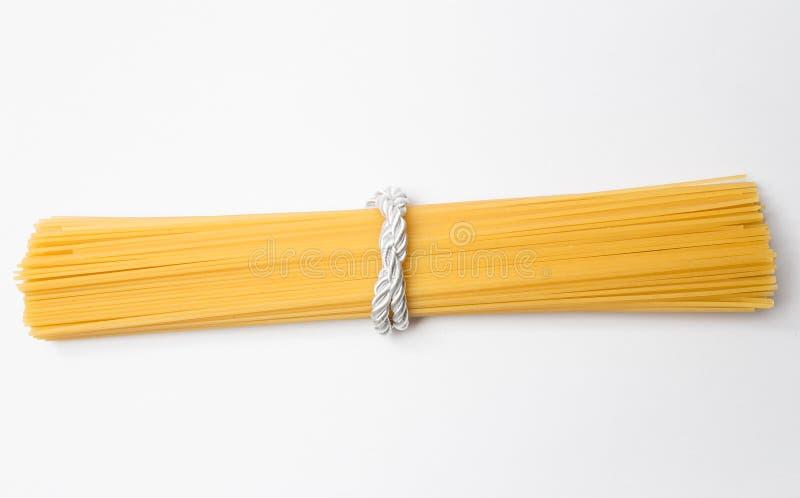 Spaghetti die op witte achtergrond wordt ge?soleerdy royalty-vrije stock afbeelding