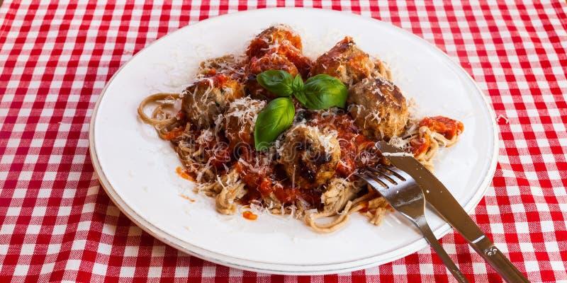 Spaghetti e polpette immagini stock libere da diritti