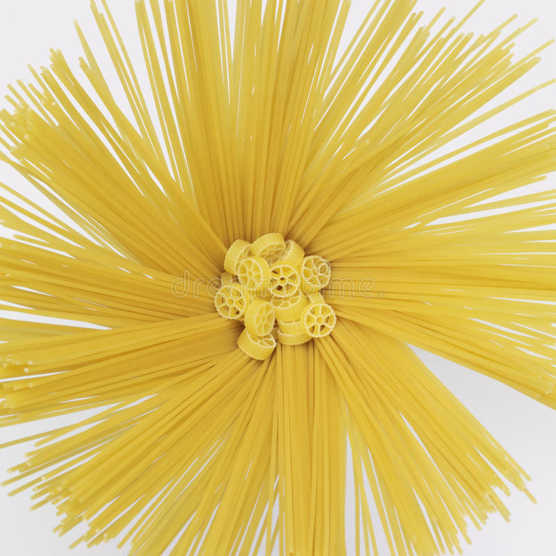 Spaghetti et ruotine radiaux photo libre de droits