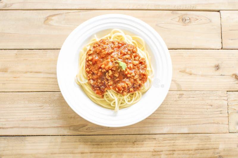 Spaghetti et sauce rouge d'un plat blanc photo libre de droits