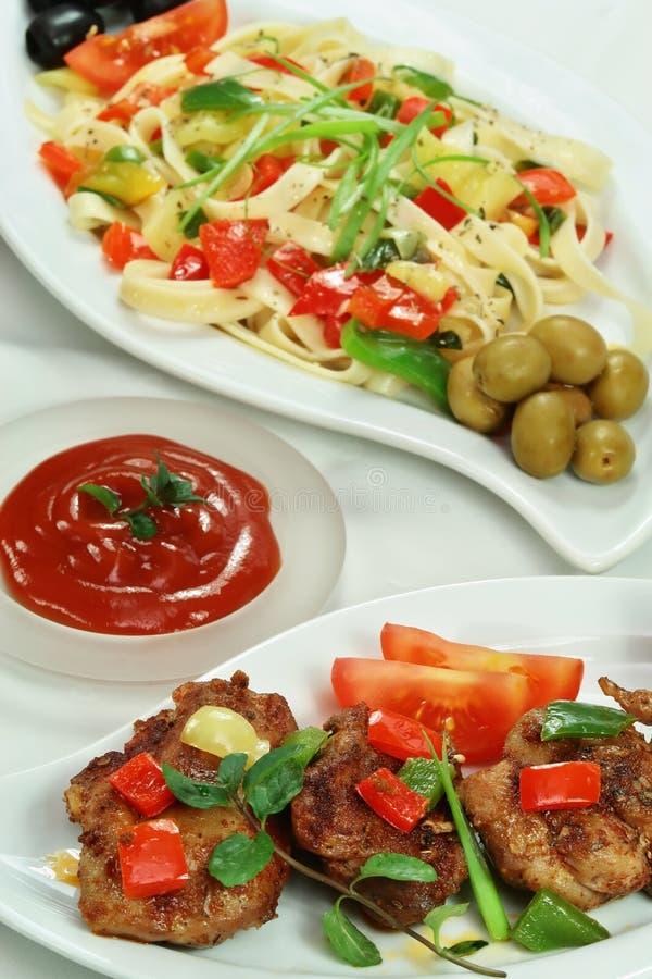 Spaghetti et viande de poulet photos libres de droits