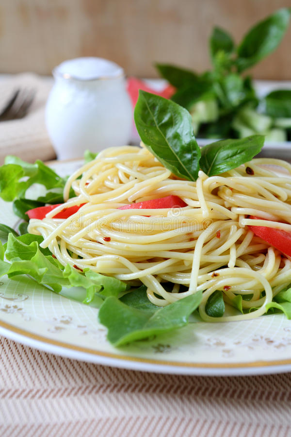 Download Spaghetti With Fresh Vegetables Royalty Free Stock Photo - Image: 33818285