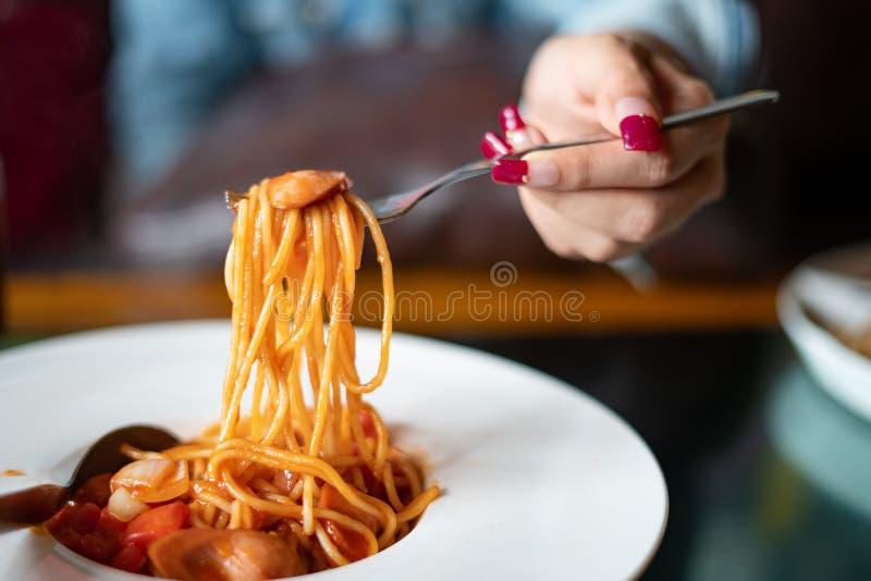 Spaghetti i kiełbasy z kumberlandem zdjęcia royalty free