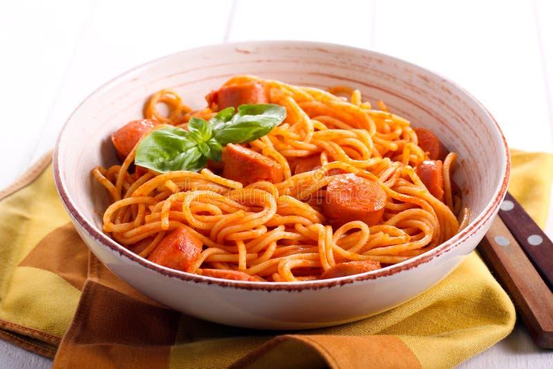 Spaghetti i kiełbasy z kumberlandem zdjęcia stock