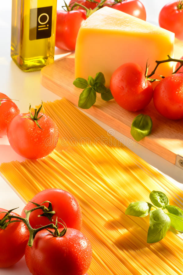 Spaghetti i pomidorów życie obraz stock