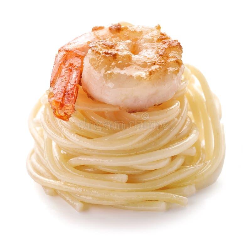 Spaghetti i smażąca krewetka obraz stock