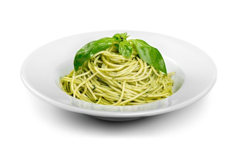 Download Spaghetti Italiani Della Pasta Con La Salsa Ed Il Basilico Di Pesto Fotografia Stock - Immagine di cucina, italiano: 117981484