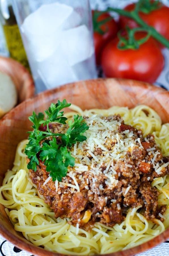 Spaghetti italiani in salsa al pomodoro del manzo fotografie stock