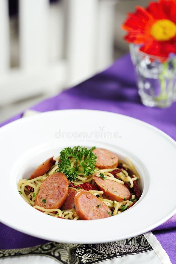 Spaghetti italiens de saucisse images libres de droits