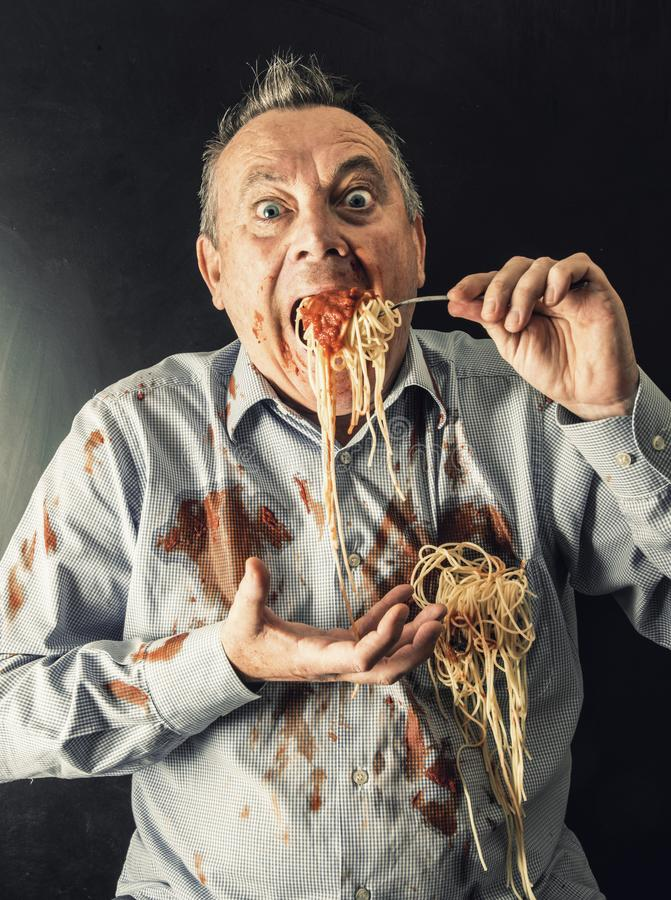Spaghetti mangeurs d'hommes avec la sauce tomate image libre de droits