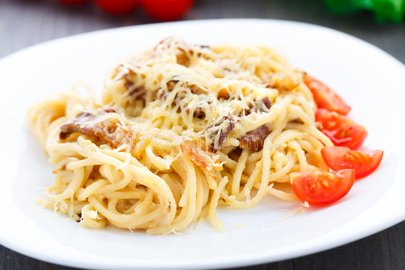 Spaghetti met bacon en kaas royalty-vrije stock foto