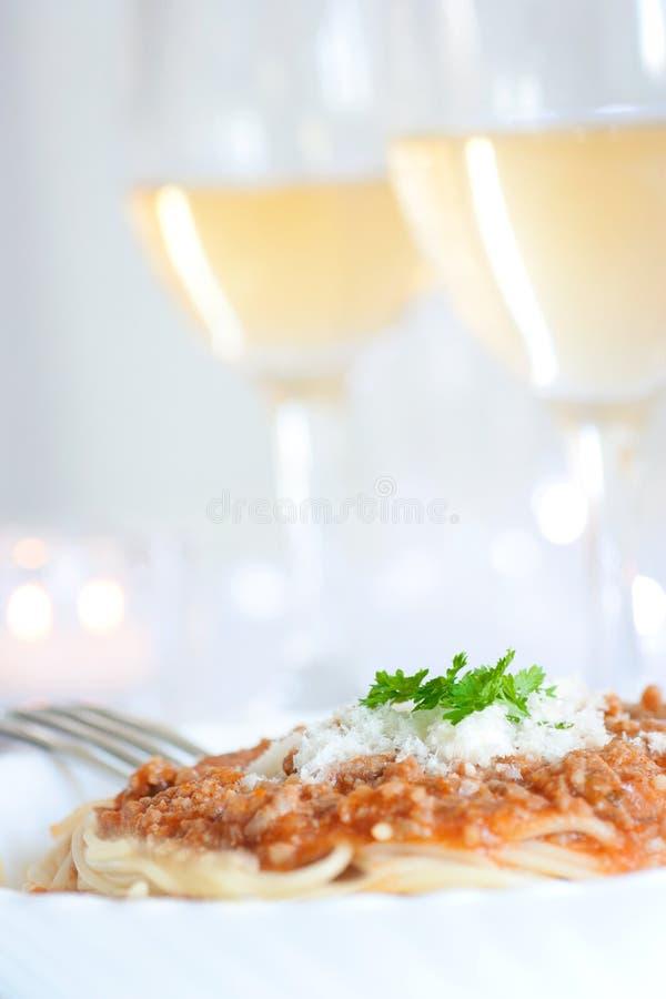Spaghetti met bolognese saus stock afbeeldingen