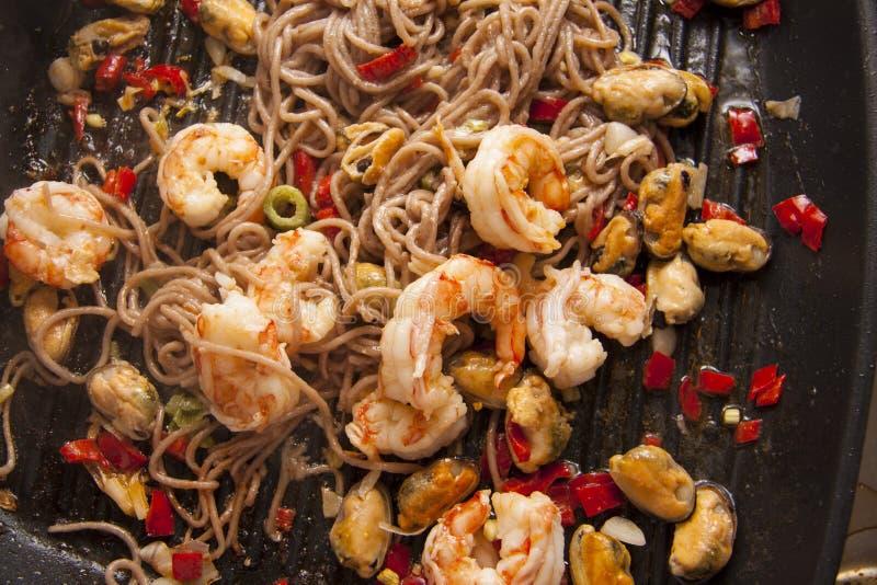 Spaghetti met garnalen royalty-vrije stock fotografie