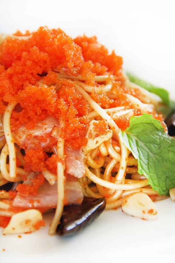 Spaghetti met garnaleneieren royalty-vrije stock afbeelding