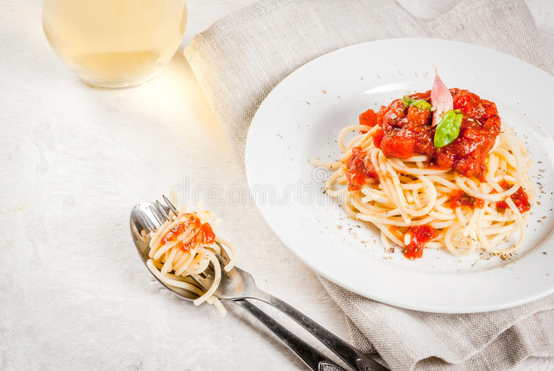 Spaghetti met marinarasaus royalty-vrije stock afbeeldingen
