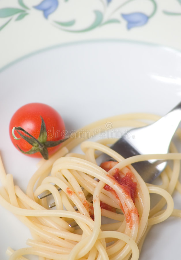 Spaghetti met tomaat - deegwaren royalty-vrije stock afbeeldingen