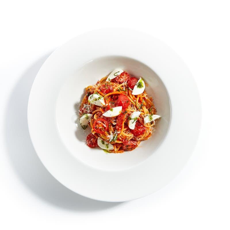 Spaghetti met van de Melkmozarella en Tomatensaus Hoogste Mening royalty-vrije stock foto