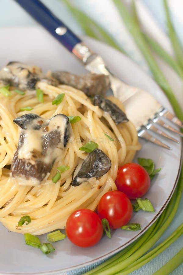 Spaghetti met wilde paddestoelen royalty-vrije stock fotografie