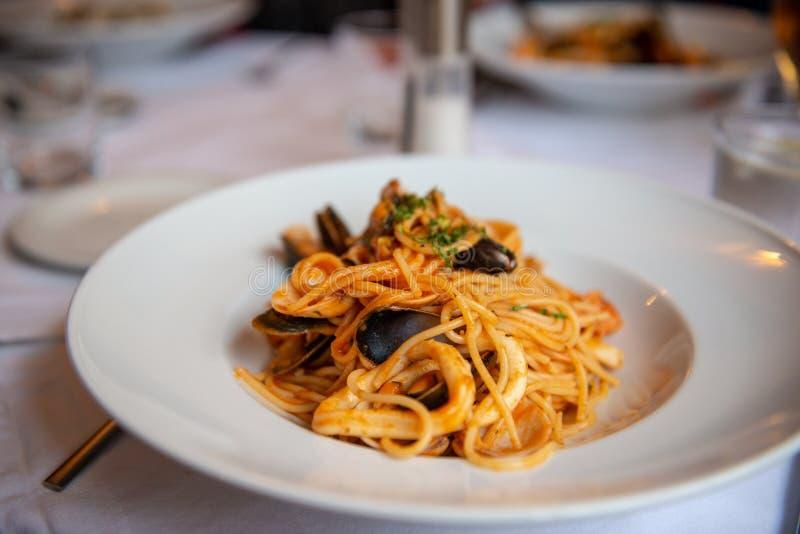 Spaghetti met zeevruchten royalty-vrije stock afbeelding