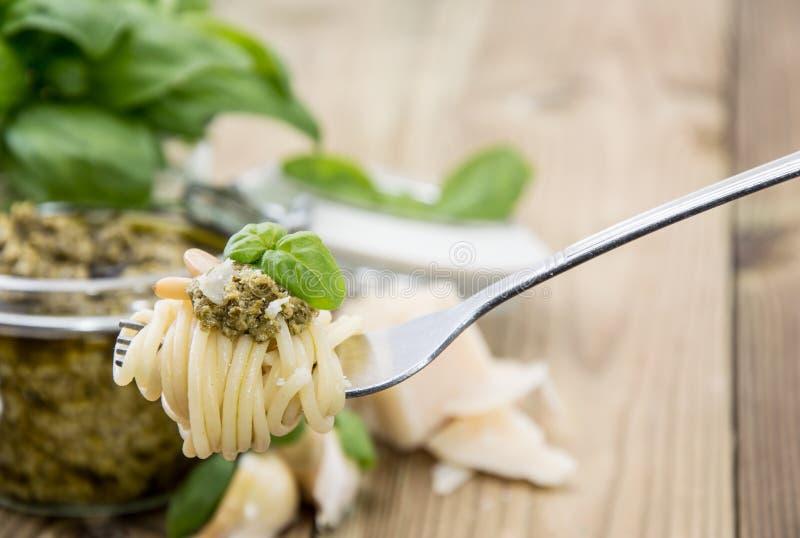 Spaghetti na rozwidleniu z Pesto zdjęcie royalty free