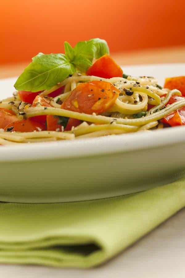 spaghetti pomidory obraz royalty free