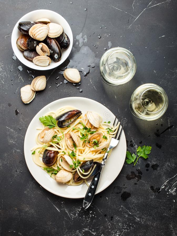 Spaghetti with seafood royalty free stock images