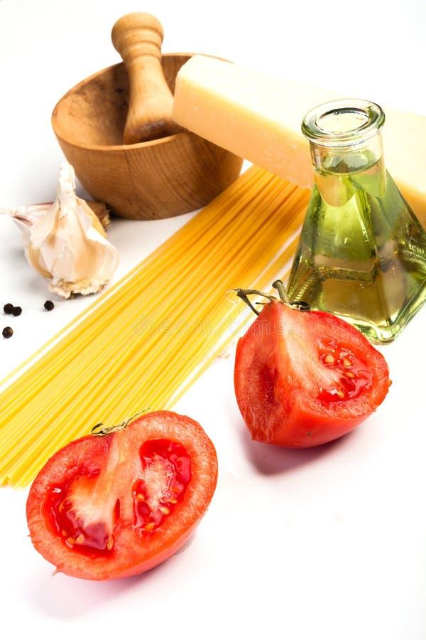 Spaghetti składniki na białym tle zdjęcia royalty free