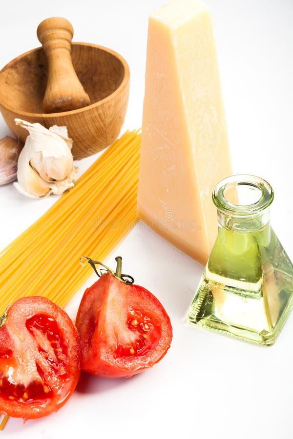 Spaghetti składniki na białym tle fotografia stock