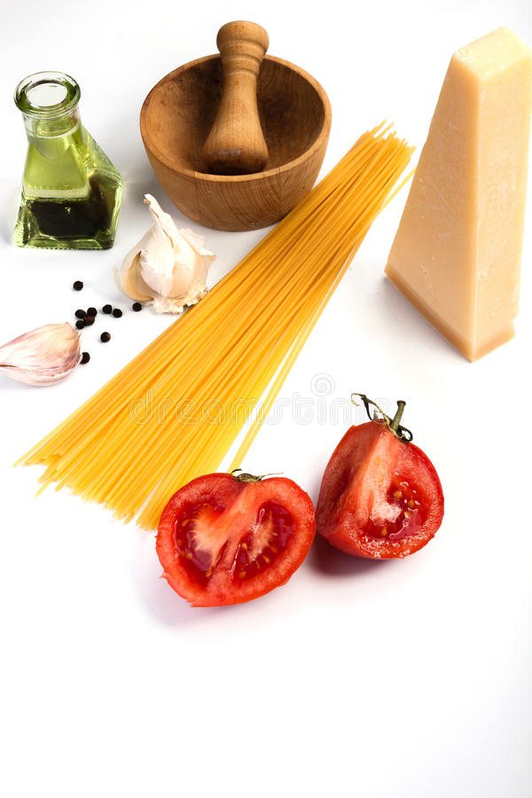 Spaghetti składniki na białym tle obraz stock