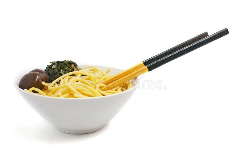 Spaghetti su priorità bassa bianca fotografia stock