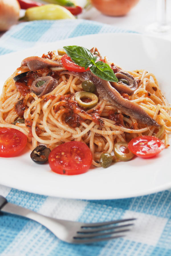 Spaghetti un puttanesca della La fotografie stock libere da diritti