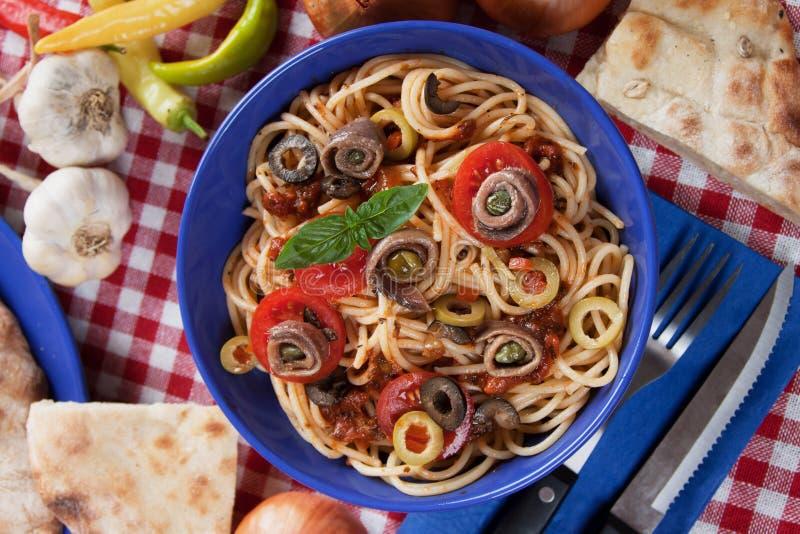 Spaghetti un puttanesca della La immagini stock libere da diritti