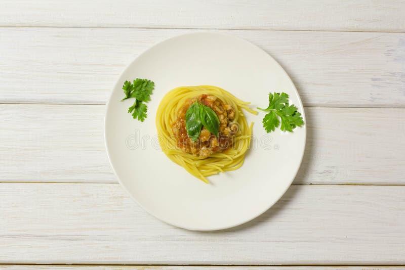 Spaghetti in una zolla fotografia stock