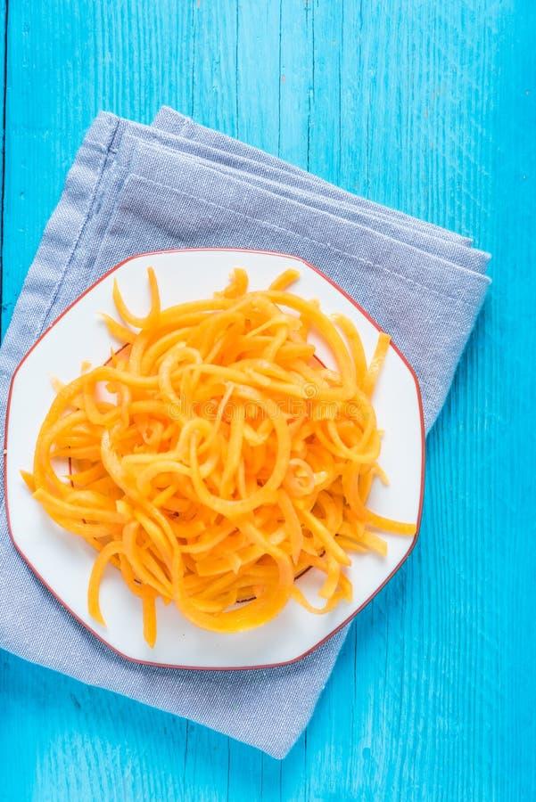 Spaghetti végétariens et sains de courge images libres de droits
